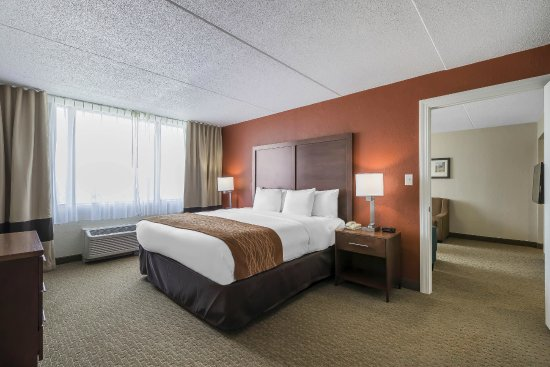 Comfort Inn & Suites Event Center: Suite King Bedroom