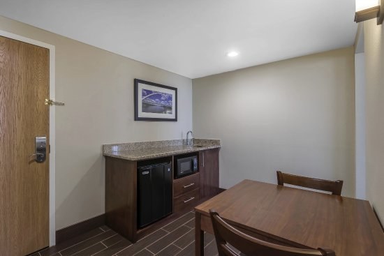 Comfort Inn & Suites Event Center: Suite Kitchenette