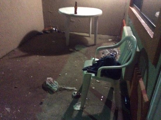 Morton, IL: this is there suite balcony...well my neighbors...i cleaned my area up upon arrival to be able t