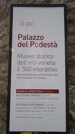 Palazzo del Podesta: Cartel informativo
