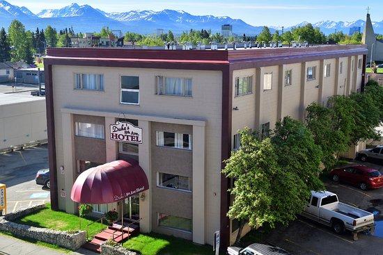 Duke's 8th Avenue Hotel: Hotel Front