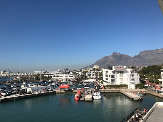 Radisson Blu Hotel Waterfront, Cape Town: Beautiful view of the water and mountains