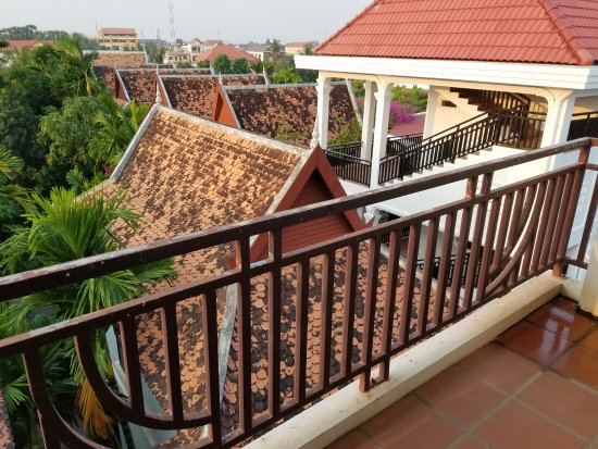 Siem Reap Rooms Guesthouse: Balcony from our rooftop suite