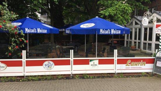 Herten, เยอรมนี: Terrasse ist eröffnet, mit neuen Schirmen