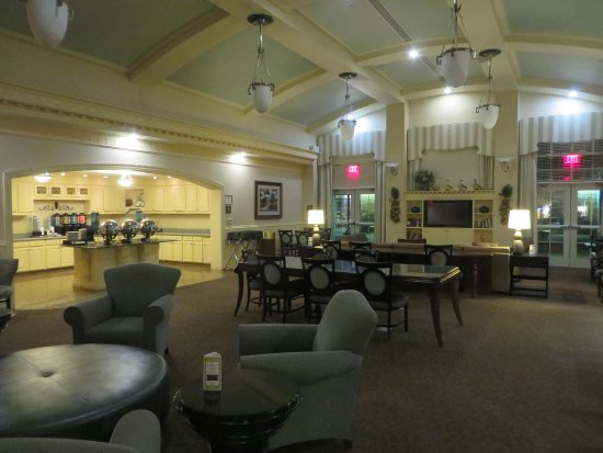Homewood Suites Hagerstown: breakfast area of the lobby
