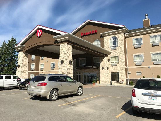 Front entrance to the Ramada Inn in Creston BC