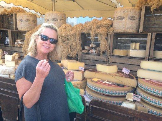 Le Grand-Pressigny, Francia: Sampling local cheese at the Farmers' Market.