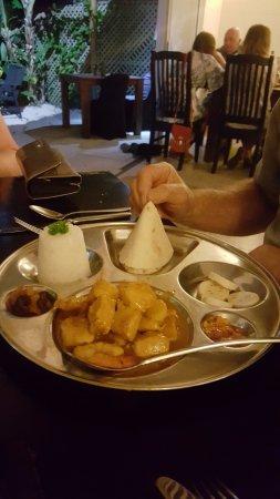 Vaima Polynesian Bar and Restaurant: Fish and seafood Curry with jasmine rice/ roti