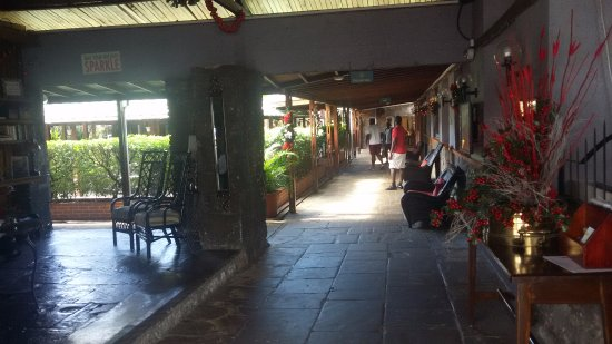 Fort Young Hotel: Lobby Area