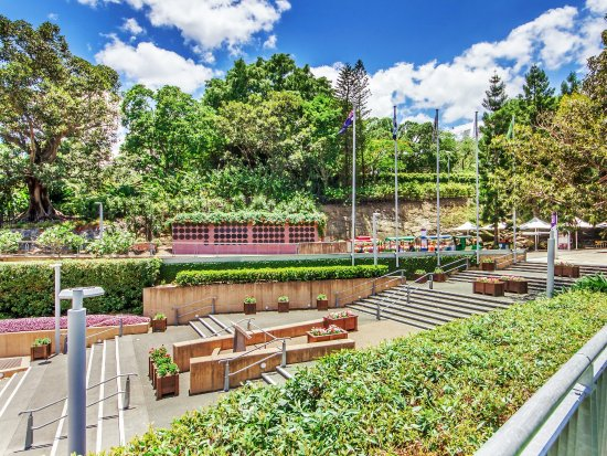 Roma Street Parkland Gardens, 5 minute walking distance - Picture of ...