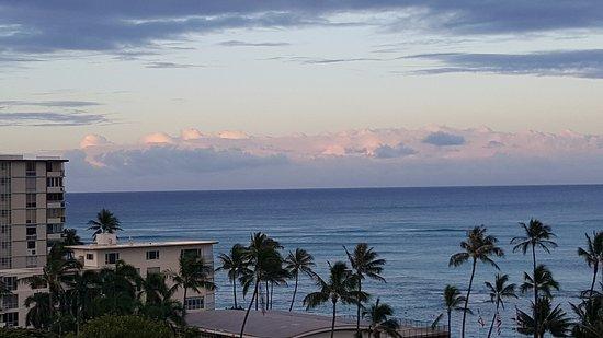 Lotus Honolulu at Diamond Head: We were in a corner room and had 2 views.