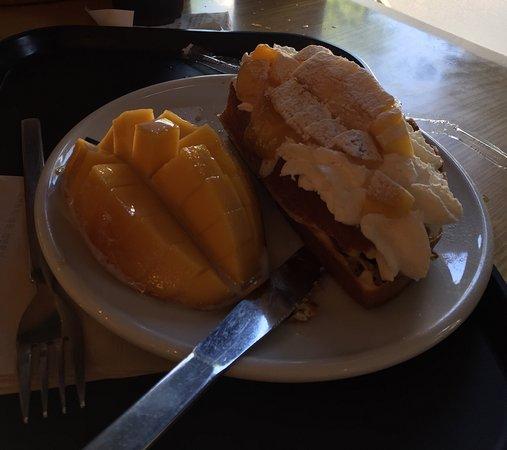 BeansBins Coffee Garosugil: Mango waffles