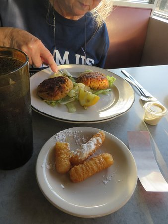 Lincoln Diner: apple fritters