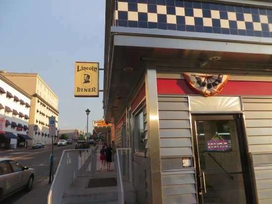 Lincoln Diner: exterior