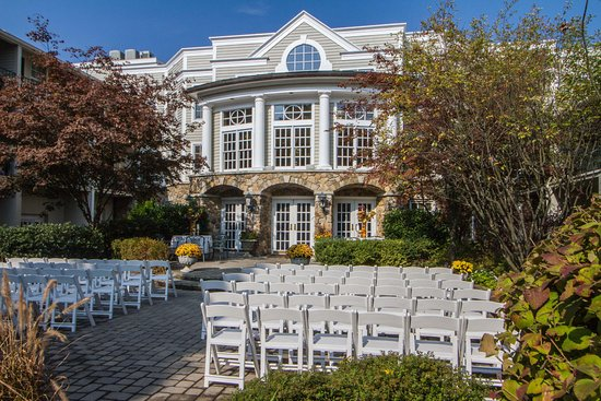 Basking Ridge, NJ: Olde Mill Inn Stone Courtyard Wedding Setup
