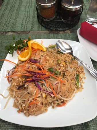 Nicky's Thai Kitchen: photo0.jpg