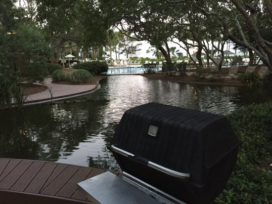 Marriott's Grande Ocean : Lot's of grills on the lagoon