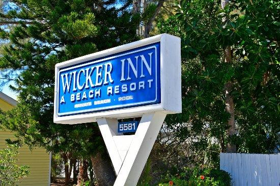 Wicker Inn Beach Resort - monument sign
