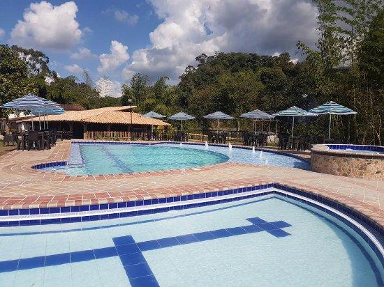 Hermosa piscina jacuzzi y amplias zonas verdes picture of finca hotel wayra barbosa - Hoteles en cantabria con piscina ...