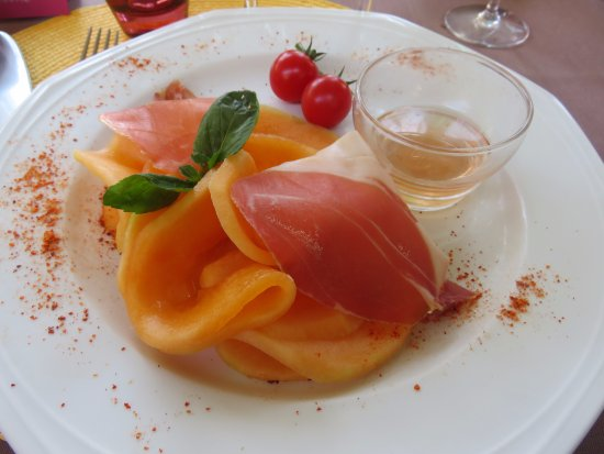 Arsonval, France : melon avec jambon