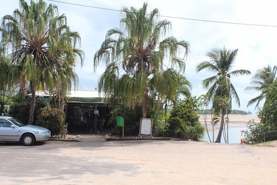 Balgal Beach, Australia: The cafe is beside a campground and backs onto a creek