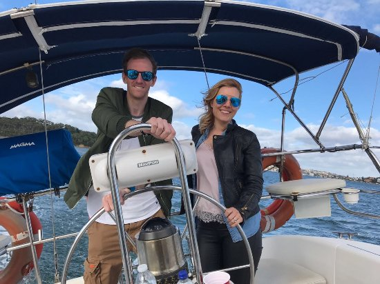 Champagne Sailing Sydney: Uk guests onboard Cutting Loose