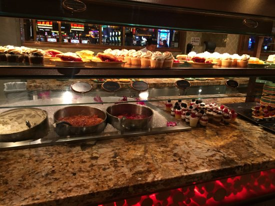 Seasons Buffet: Lots of desserts!