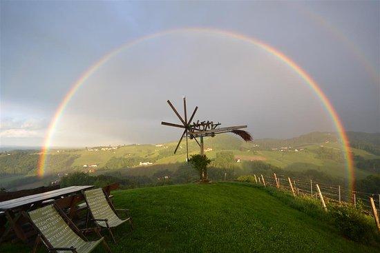 Gamlitz, Αυστρία: Schererkogl mit Regenbogen