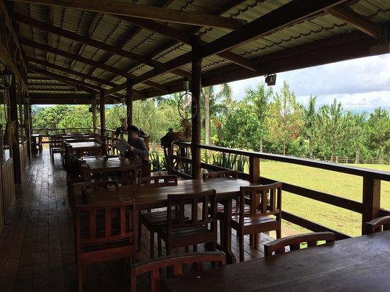 Malaybalay City, Filipina: Veranda seating