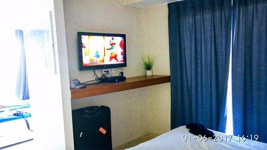 Motel Aviv : פינת ההורים. טלויזיה בכבלים עם מיטב הערוצים.