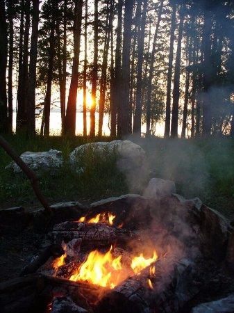 Malyye Bazy, Ρωσία: Душевное спокойствие и потрескивание дров в костре!!Прощай день!  eko-otel abrashino.
