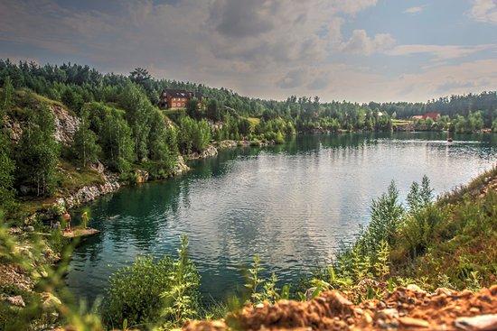 Malyye Bazy, Russland: ,Бывший  карьер по добыче мрамора.Природа не любит вмешательства! 150 метров. eko-otel abrashino