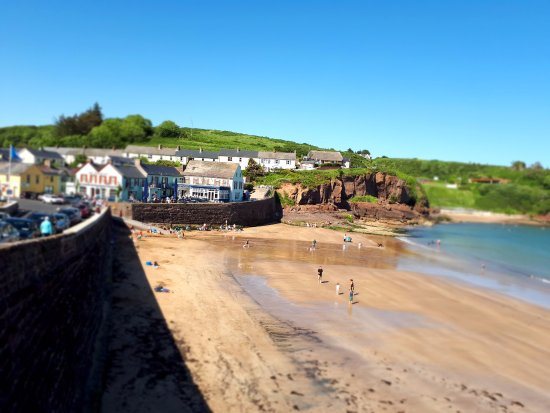 Dunmore East, Irlanda: Hotel with beach