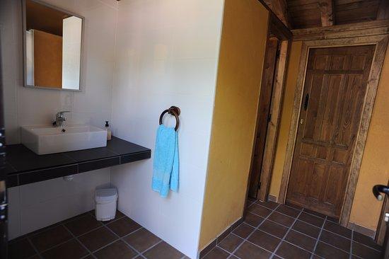 El Rincon de Monasterio: Vesuarios y Aseos Piscina