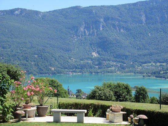 Les Cimes du Lac: Une partie de la vue de la terrasse.