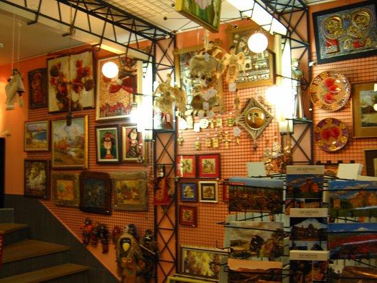 Irin Exart Souvenir Salon