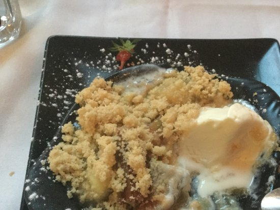 Osborne House: Shared: The prefect end to a fabulous meal, Ruhbarb and Apple crumble and ice cream