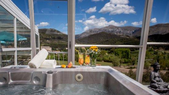 Hotel des Gorges du Verdon: Le jacuzzi en accès libre