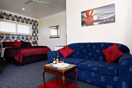 Austin Heights Scenic Bed & Breakfast: Deluxe Coastal View Suite facing out to a stunning view!