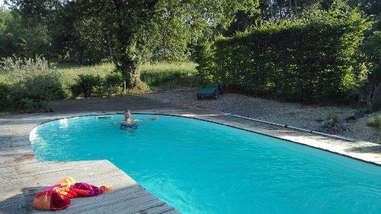 Mauzens-et-Miremont, Francia: la piscine de la Noix Cassée