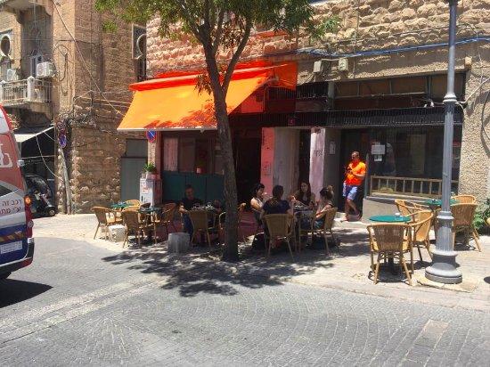 """Résultat de recherche d'images pour """"le café Bastet jérusalem"""""""