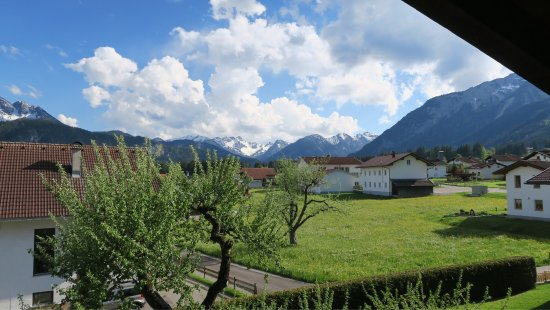 Wangle, Austria: Uitzicht vanuit appartement Hahnenkamm