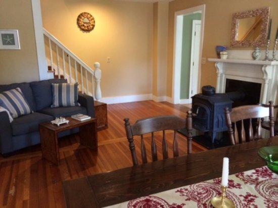 Marblehead, MA: Dining and seating areas