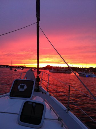 Island Heights, นิวเจอร์ซีย์: Sunset aboard the S/V Express Mail with Captain Mike at the helm.