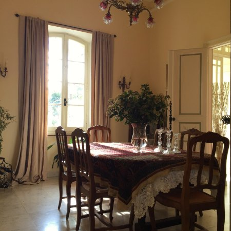 Bram, ฝรั่งเศส: Breakfast and formal dining room