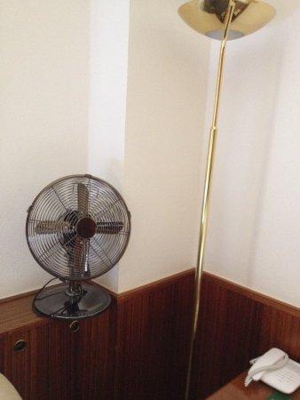Hotel Erzherzog Rainer: Ventilador en la habitación en lugar de aire acondicionado