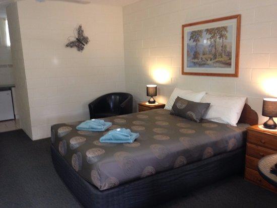Mallacoota, Australia: Motel Unit - Queen Bed