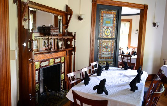 Bethel, VT: Original fireplaces are in each dining room