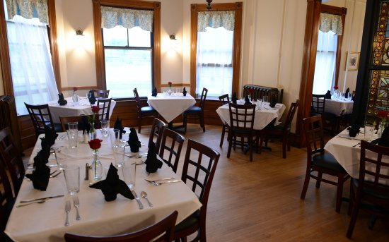 Bethel, Вермонт: Dining rooms are comfortable and intimate