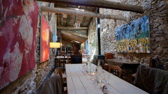 Saussignac, France: Sitting area inside cafe
